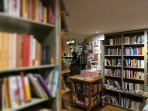 libreria hellisbook, interno con libri