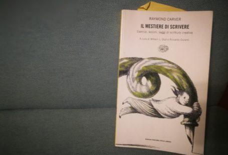 """Libro """"Il mestiere di scrivere"""" di Raymond Carver, sulla scrittura creativa"""