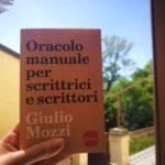 Il libro di Giulio Mozzi, Oracolo manuale per scrittrici e scrittori, edito da sonzogno